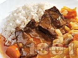 Задушени телешки пържоли от шол с ароматен сос - снимка на рецептата